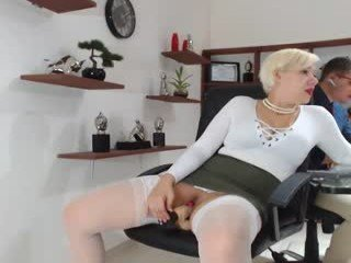 lawenn depraved blonde cam girl presents her pussy drilled