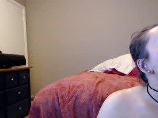 winniexwes fat cam girl enjoys deep sucking cocks