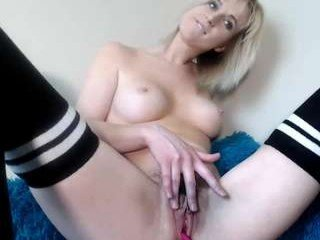 kelleylukelikes blonde cam babe in the chatroom offers her holes for banging