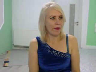 00cleopatra cam mature permits to creampie her face