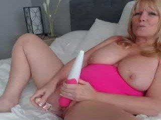 daniluvs2 fat cam babe loves masturbates her pussy hard online