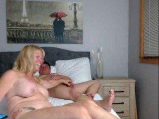 daniluvs2 big tits cam babe posing and masturbating online