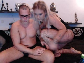horny-coupl naked blonde cam babe online
