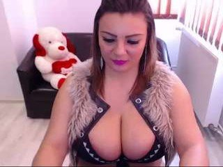 rachel1112 depraved brunette cam girl presents her pussy sodomized