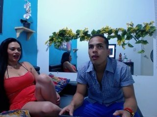 darlingcami latina cam girl offers her shaved pussy in exchange for a your attention online