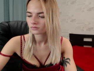 mistress1999 ebony cam girl offers me her ass online