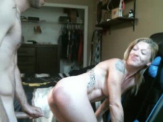 airbornx2n1 blonde cam girl loves her feet showing