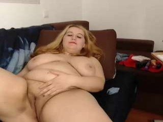 lindalovesexy european cam babe loves defile ends with cum on her tits
