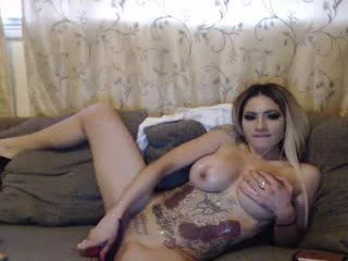 exotic69dreamz blonde cam babe in the chatroom offers her holes for banging