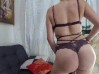 penelope_santos is an natural webcam girl